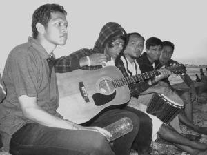 aku dan teman-teman di Pantai Ujung Karang