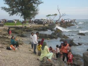 sebagian tembok yang hancur dihantam tsunami